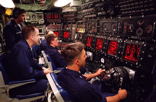 800px-USS_Seawolf_(SSN_21)_Control_Room_HighRes