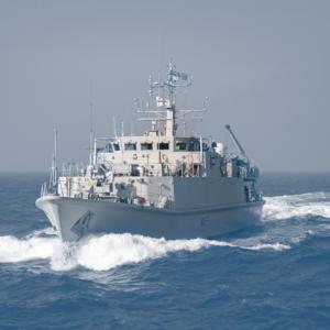 navy_mini_boat_duotone_edit_2